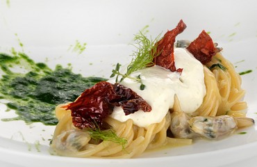 Spaghettoni med muslinger, torskeskum